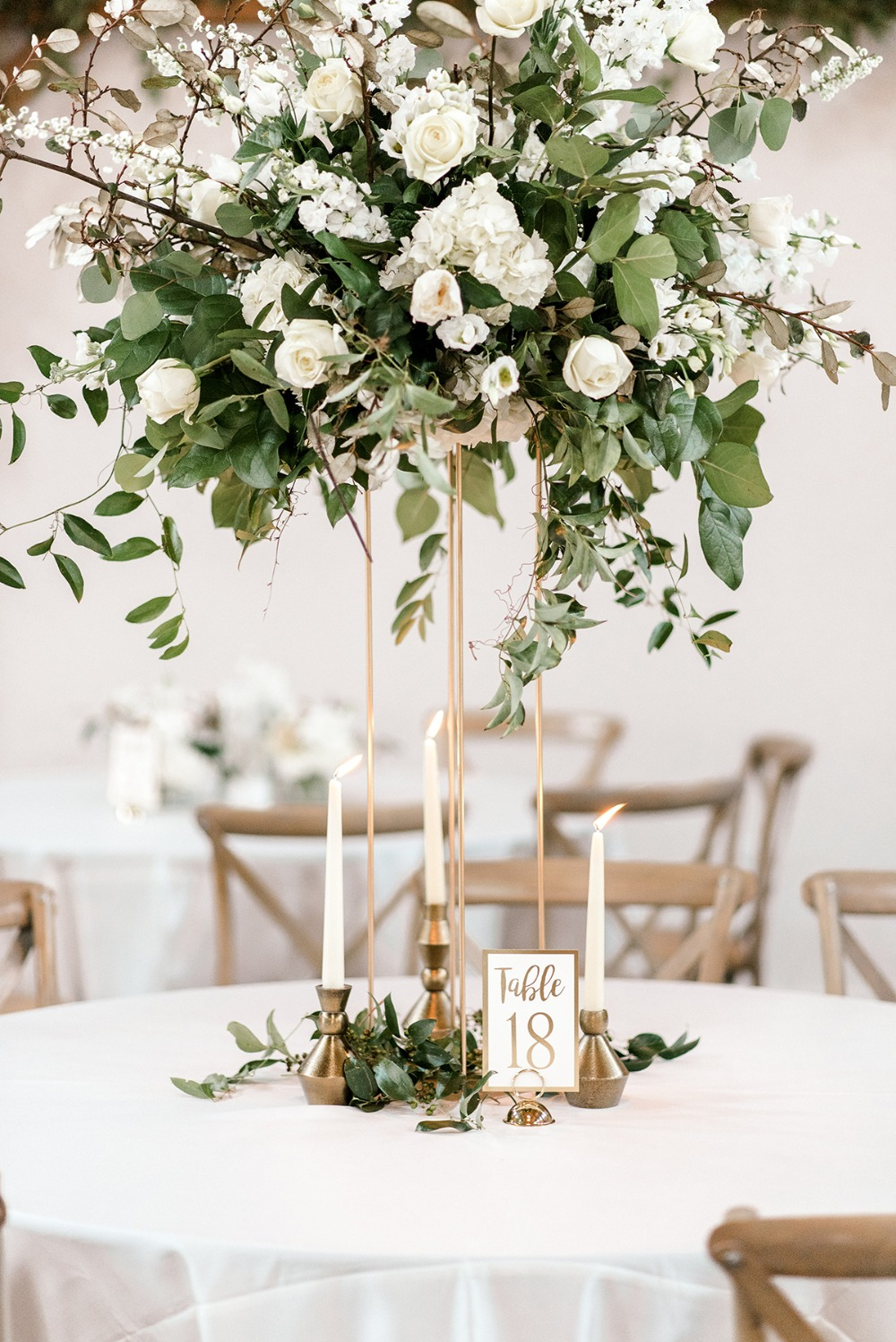 white and gold table decor