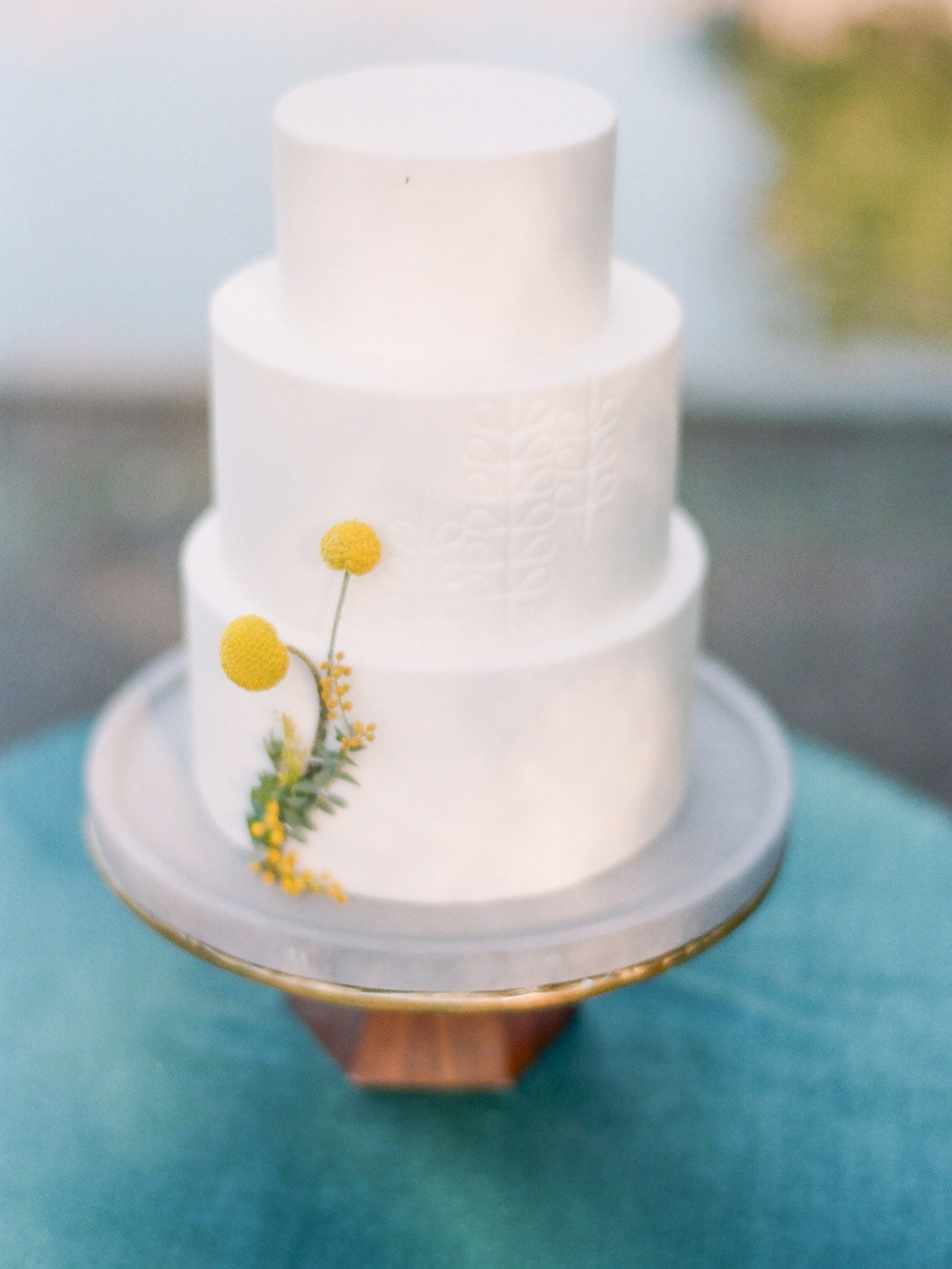 simple mid century modern wedding cake