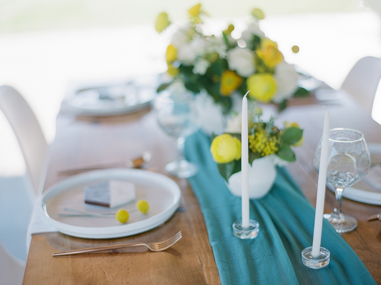 modern minimalist wedding table