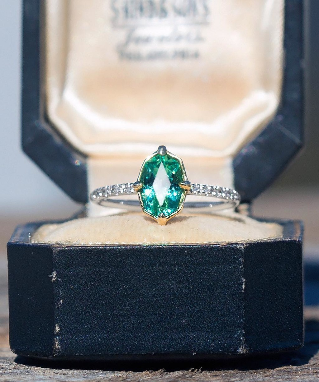🐉💚🥦This glorious emerald caught my eye immediately and upon gazing at its elongated and unique proportions I simply needed
