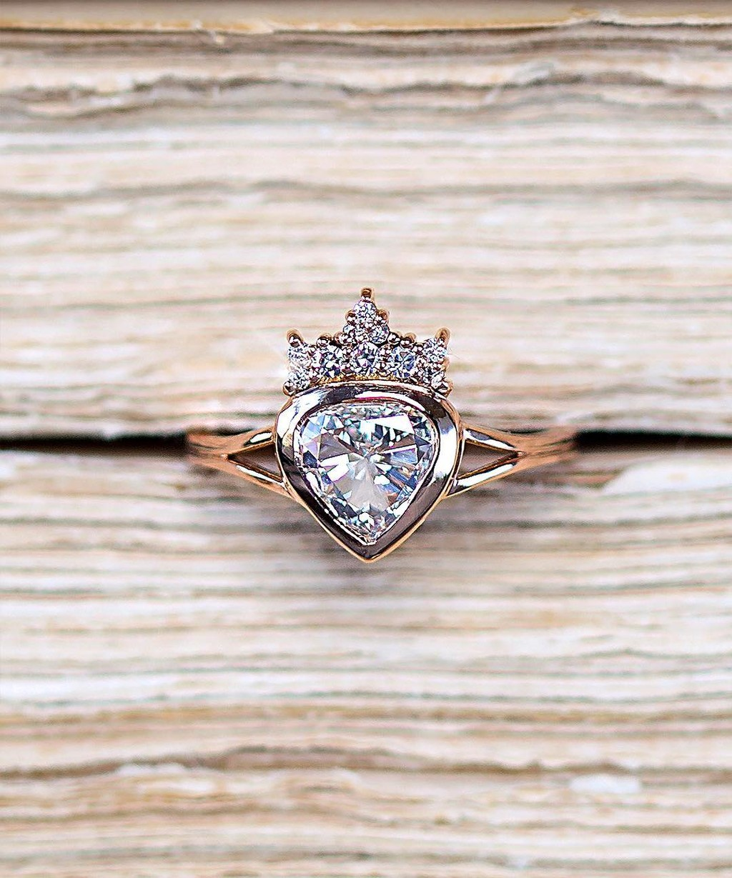 👑💖👑 Regal, sweet, and dainty proportions define our Ettie ring. A contemporary distillation of the crowned heart or sacred