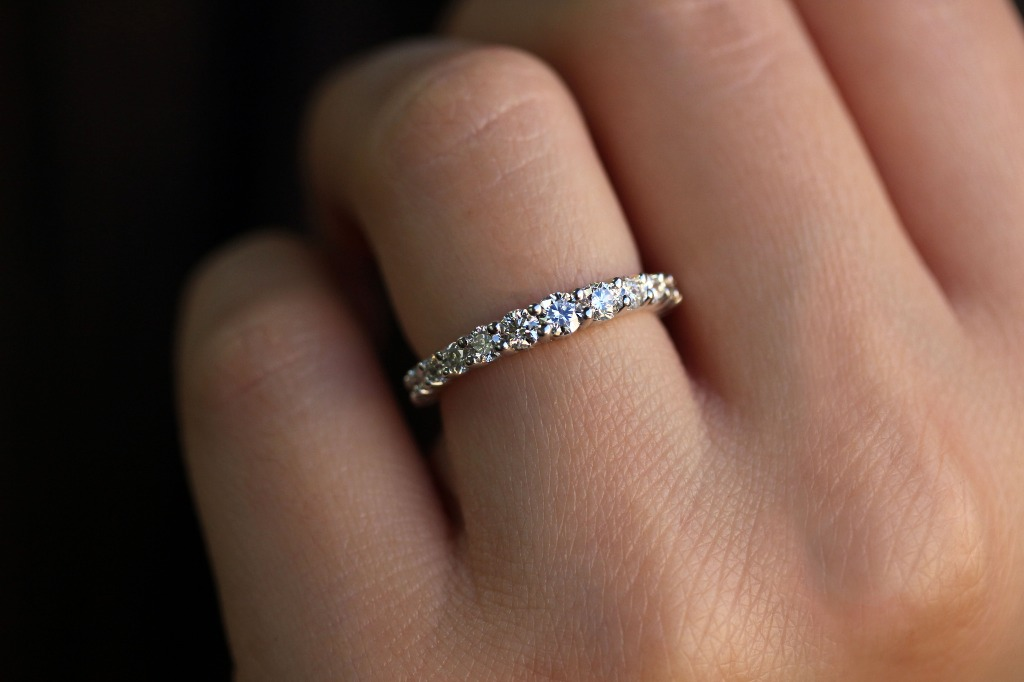 This diamond wedding band is authentic for its fashionable graduated design with 15 round-cut diamonds that increase in size toward