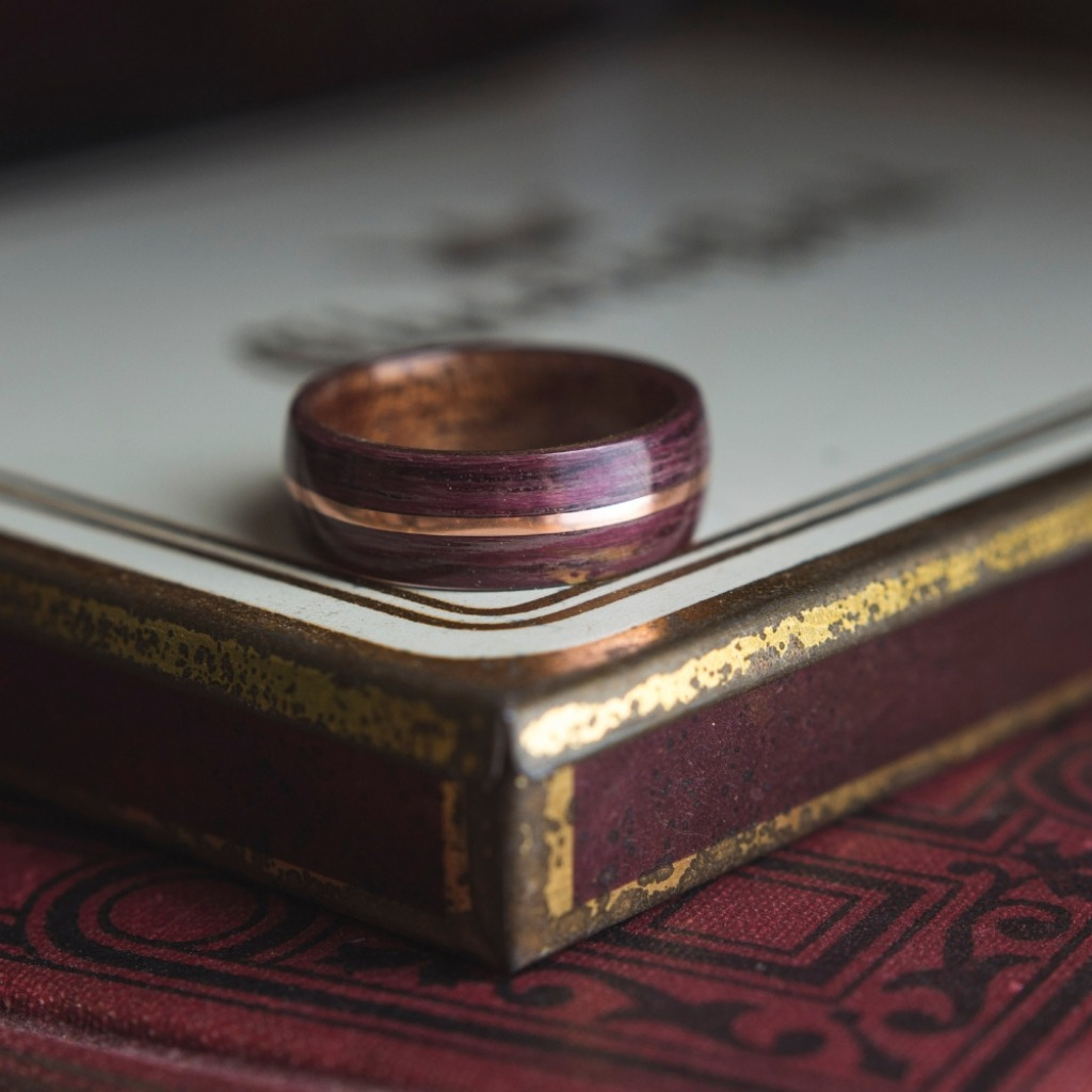 Mens purpleheart bentwood wedding ring with a copper inlay. These bentwood wedding rings can be customized to your own liking.