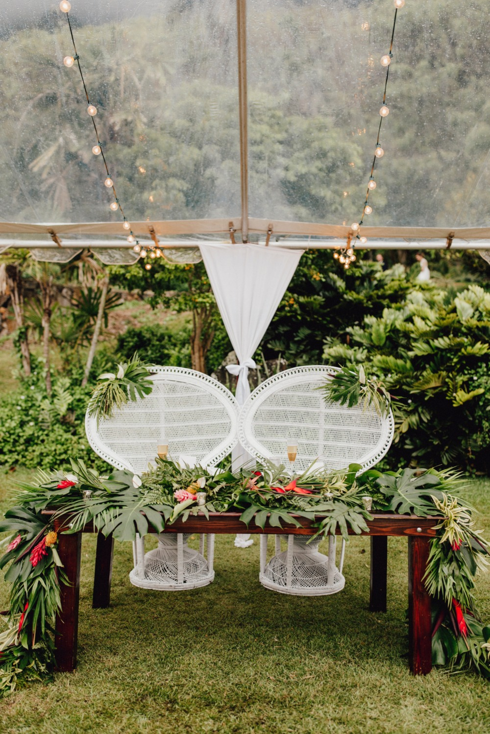 Tropical sweetheart table for a Hawaii wedding