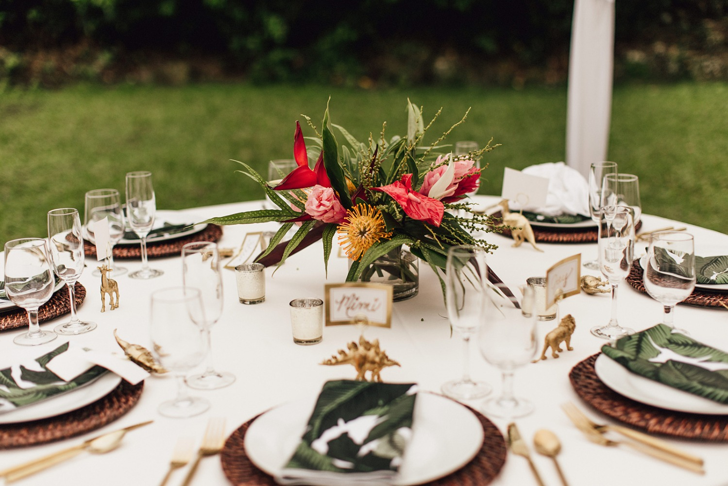 Tropical reception table decor