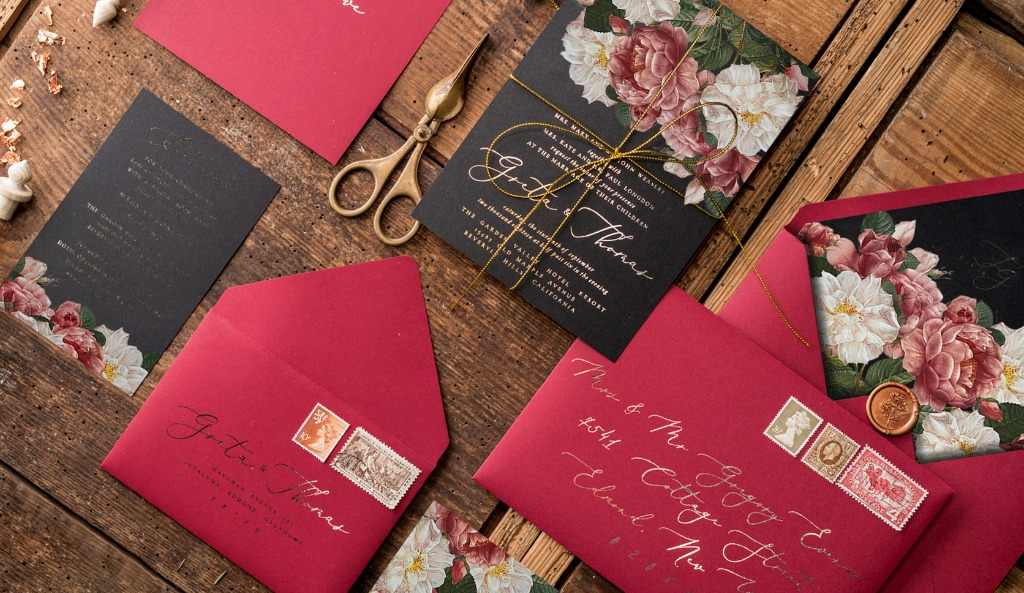 Wedding inviations with roses