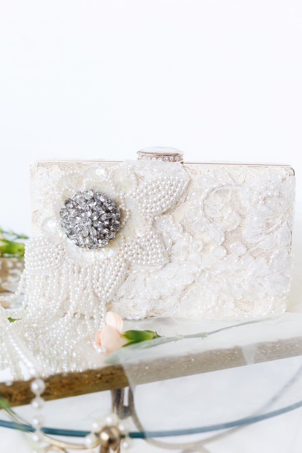 If you LOVE pearls this is the bridal clutch of your dreams