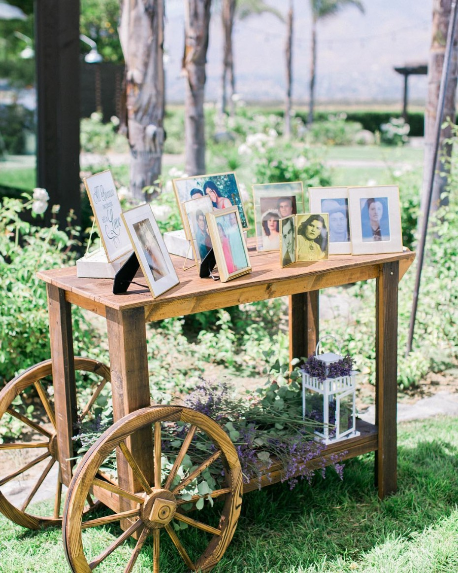 Wedding memorial picture bar