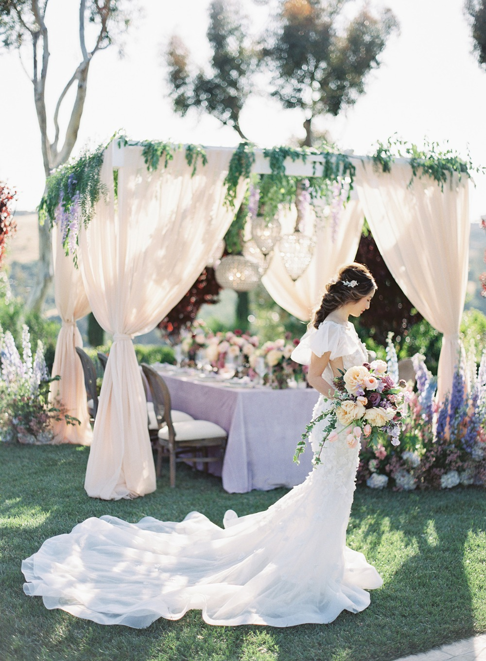 soft and romantic wedding style idea