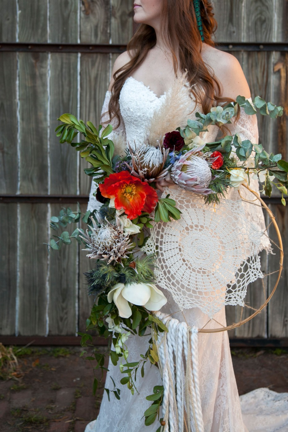Boho bride with macrame floral bouquet
