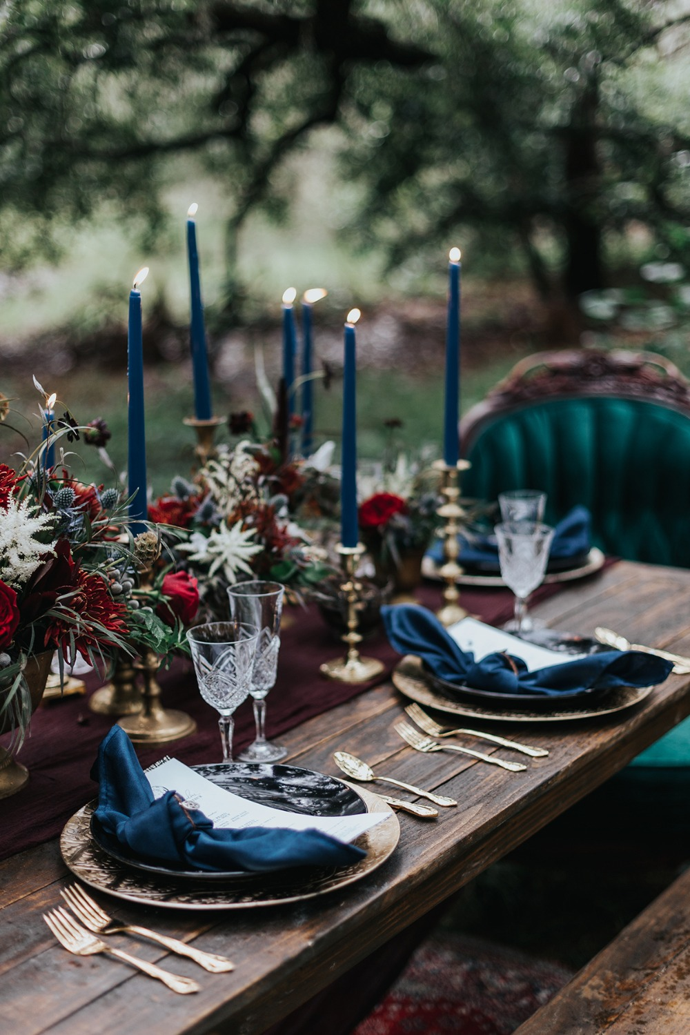 dark romance wedding table
