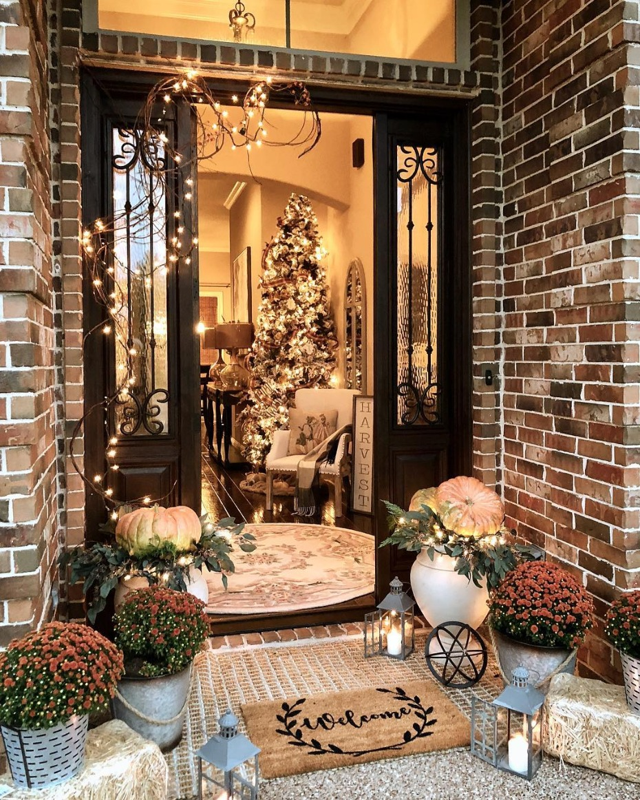 Autumn Entryway with decorated tree