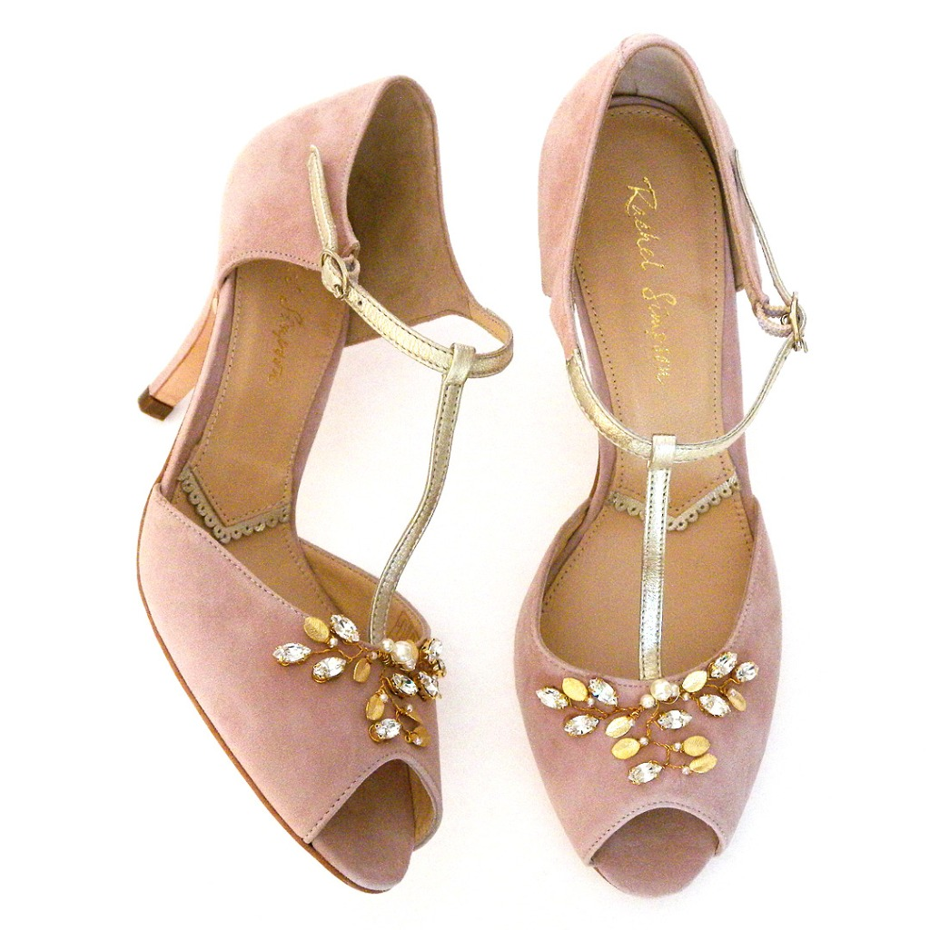 Vintage style wedding shoes in a fabulous shade of seasonless pink. Powder pink suede, T and ankle strap bring the vintage vibe