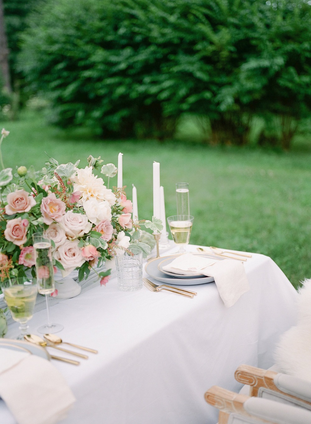 Clean and modern sweetheart table
