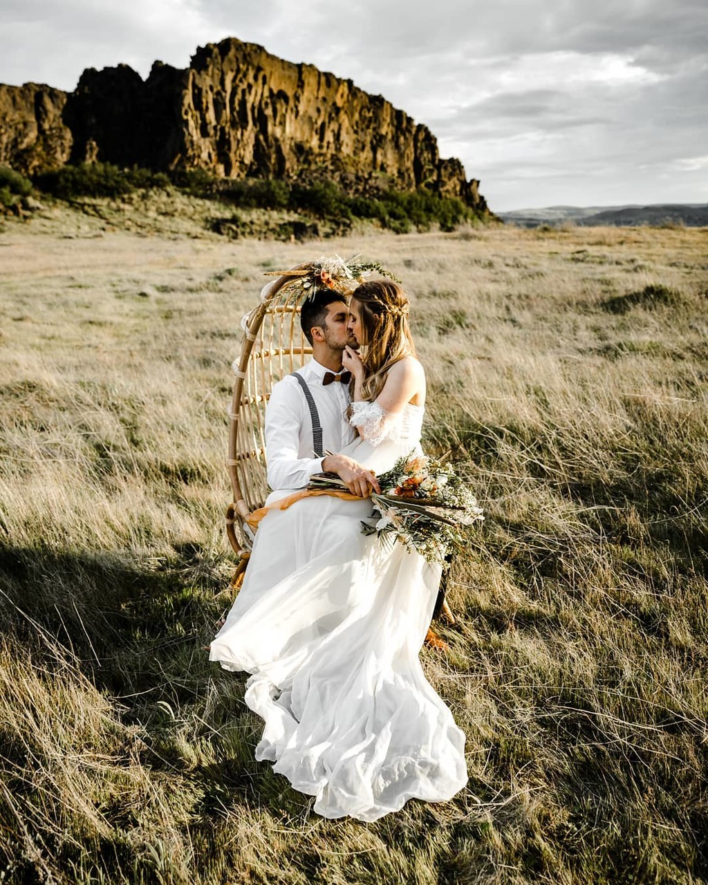 Loving this Columbia River Gorge Elopement & gorgeous Rattan Chair! Literally the most romantic thing ever!