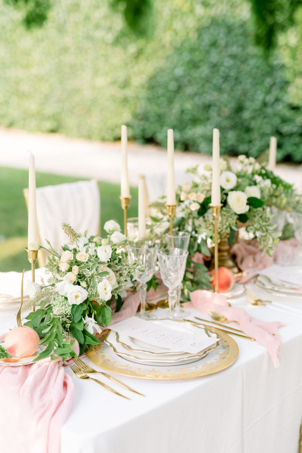 blush peach and gold wedding table decor