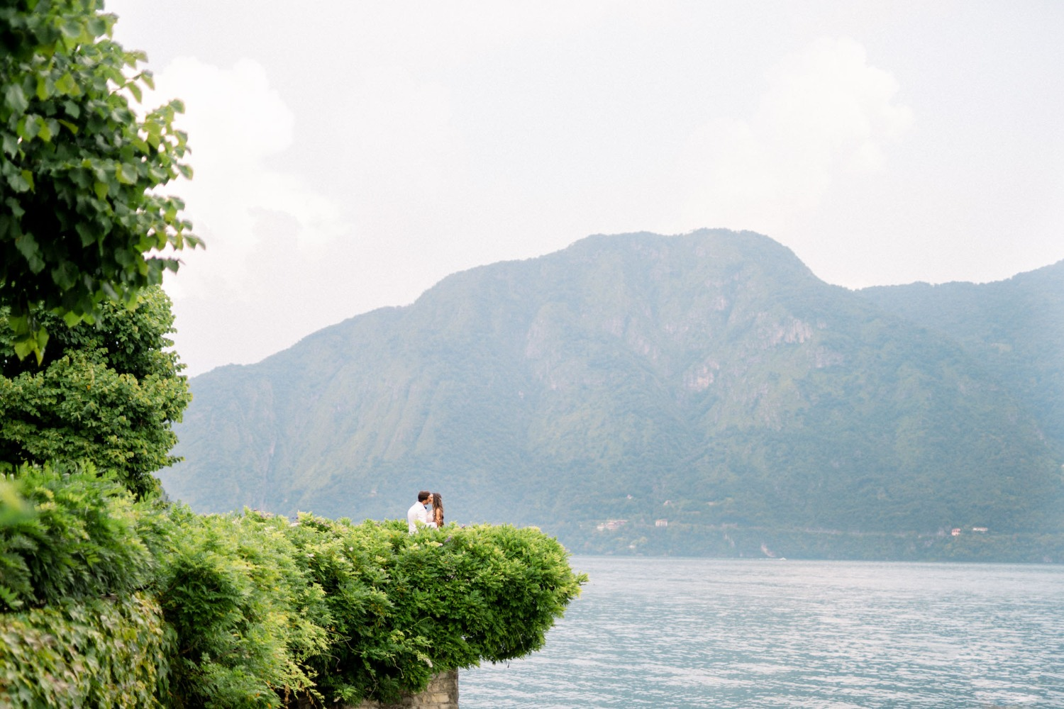 wedding couple at Lake Como Italy