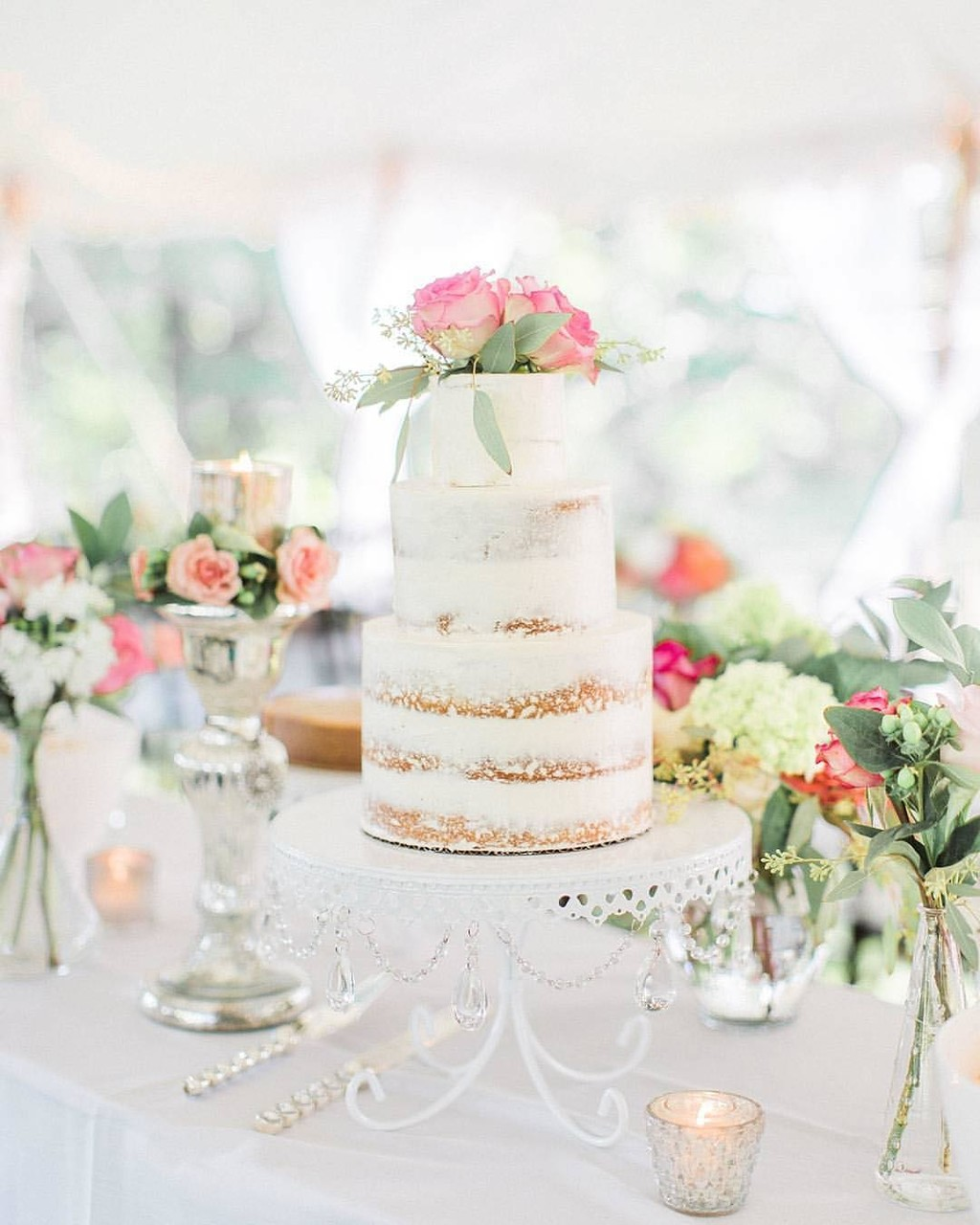 Love our Loopy Cake Stand with this gorgeous 🌸#nakedcake
