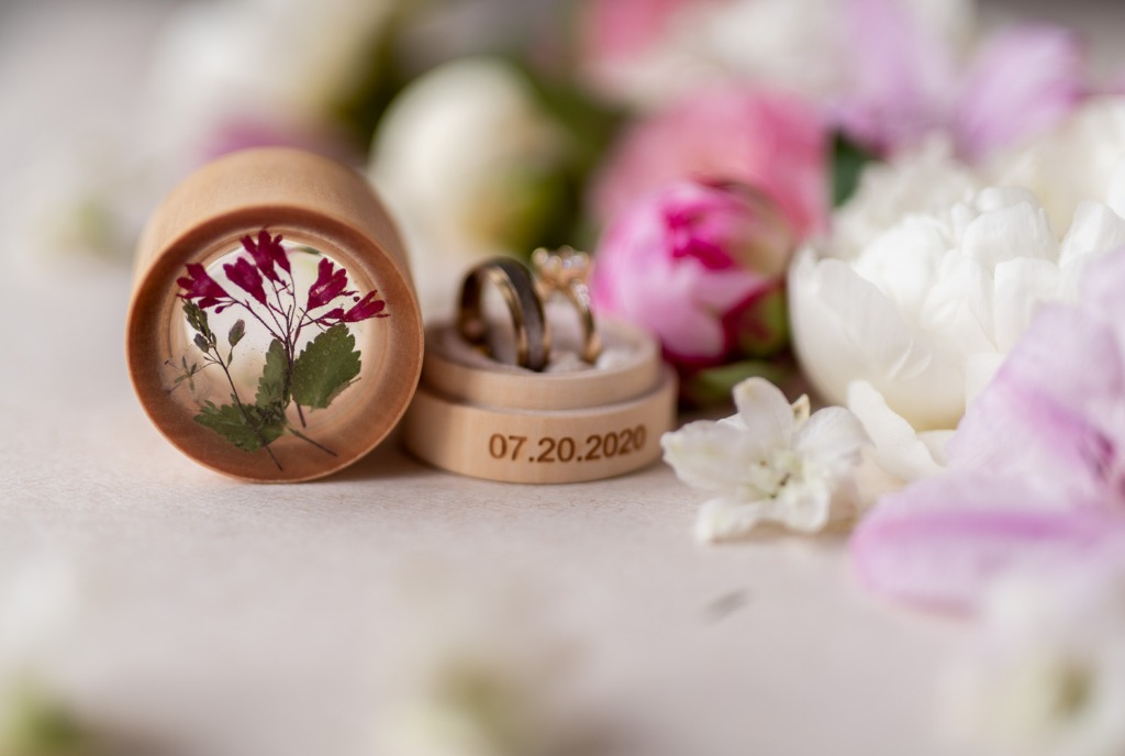 ring box with flowers