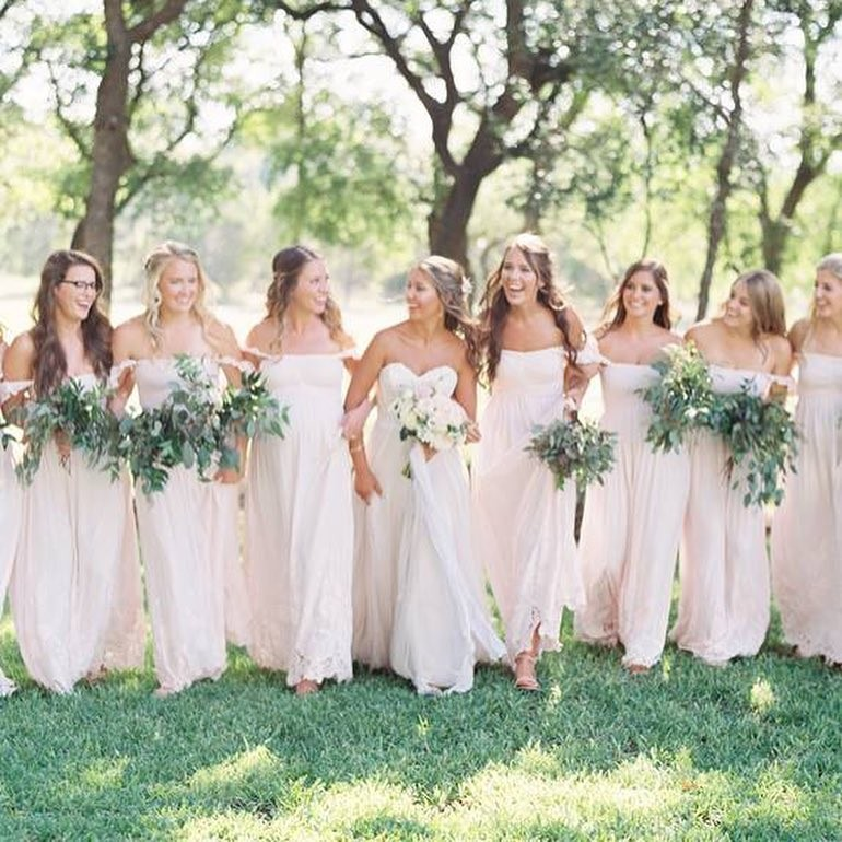 Honor dresses done right @shealynnkathy 🍃 Zoom to see the
