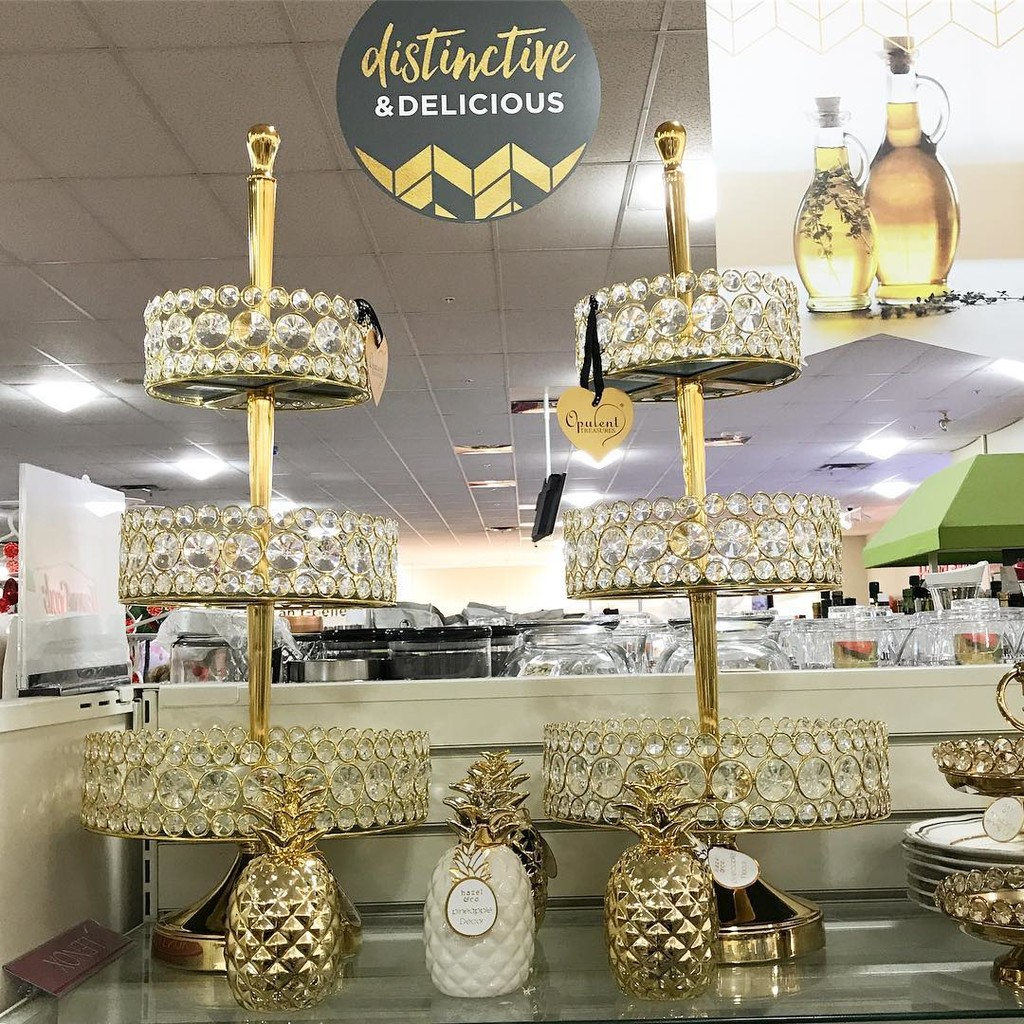 Love'n the lil 🍍 with our #bling tiered stands in gold