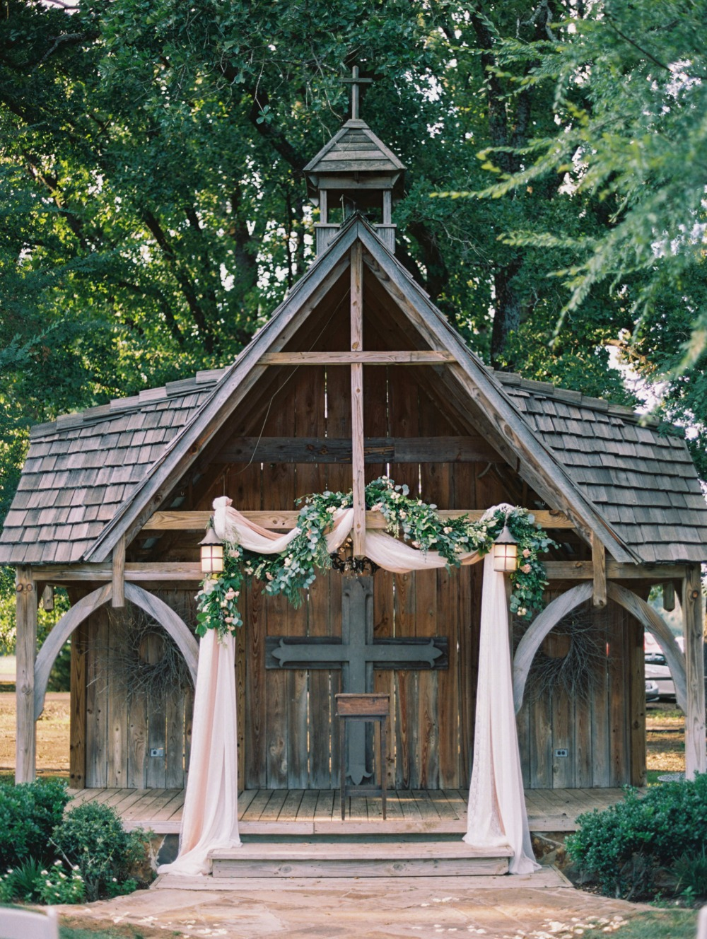 Rustic ceremony backdrop