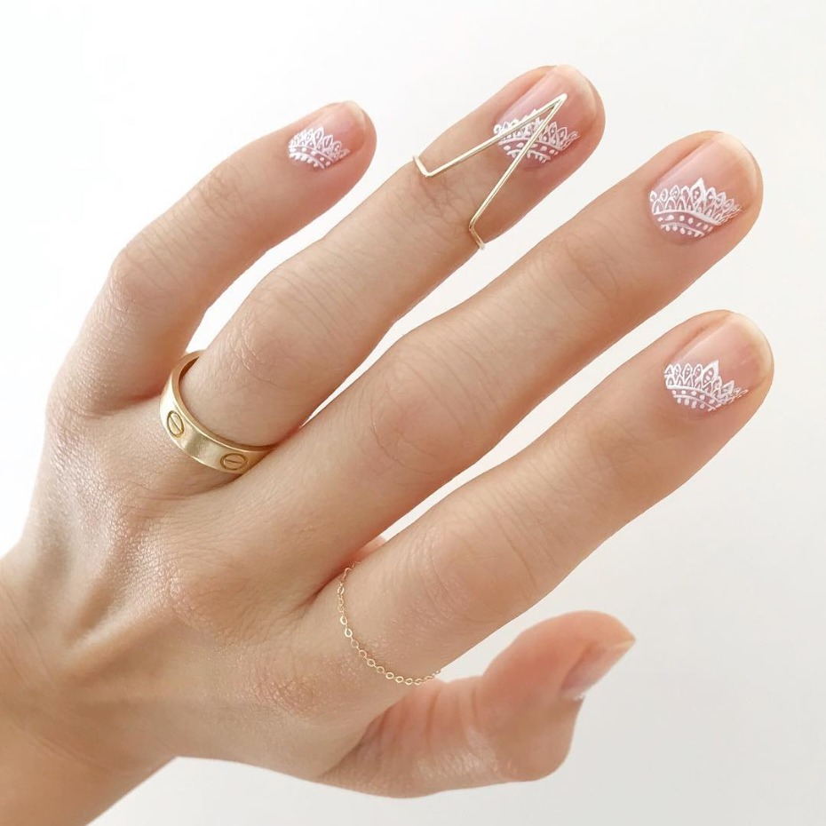 modern-french-mani_lace-motif