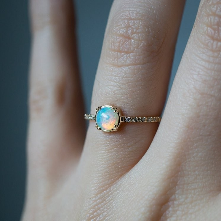 Is it too cheesy to say this ring is the Opal of my eye? ✨🍏🔮✨