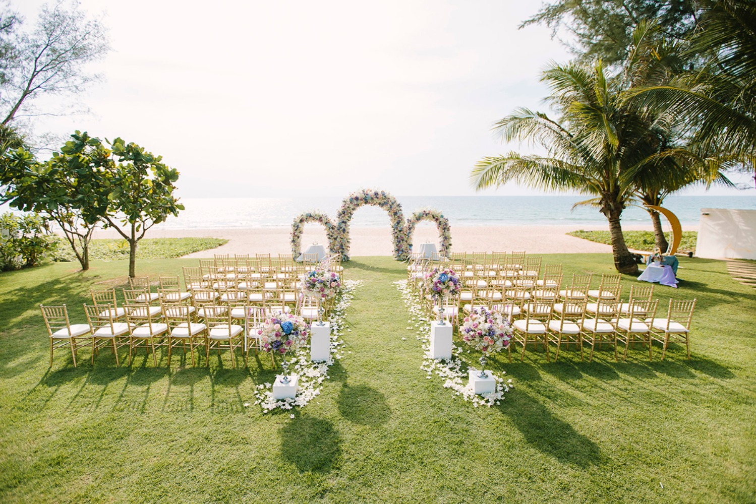 Beautiful double wedding by the beach in Phuket