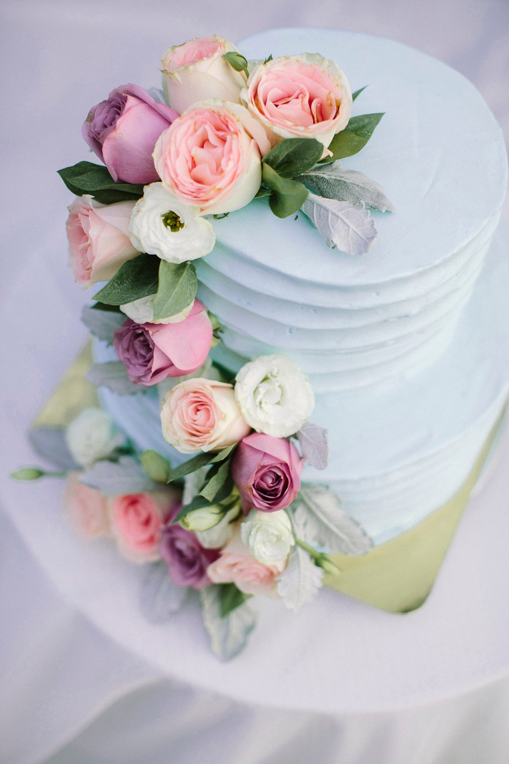 Blue wedding cake with florals