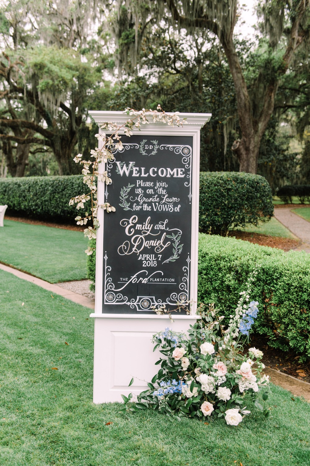 Outdoor winter wedding at Ford Plantation