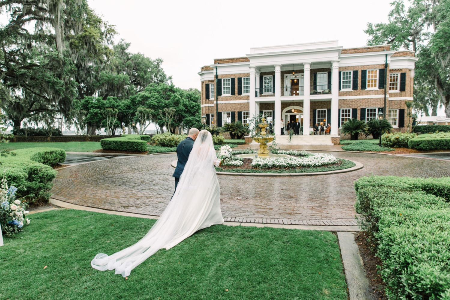 Blue winter wedding at Ford Plantation