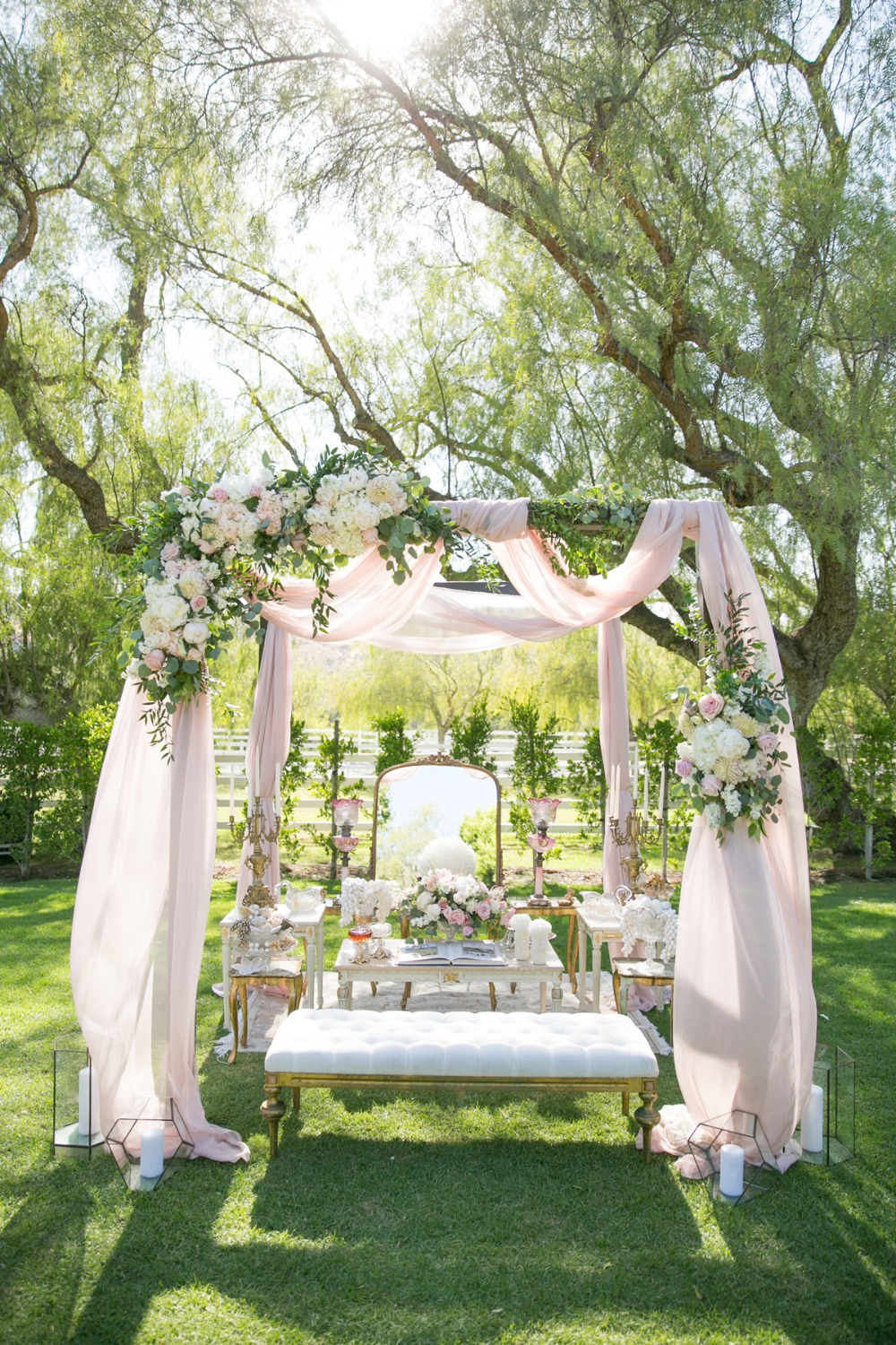 elegant and pretty pink and white wedding sofreh
