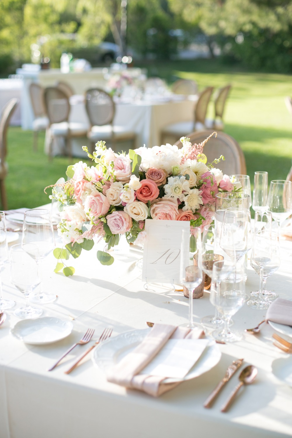 soft blush and rose gold wedding table decor