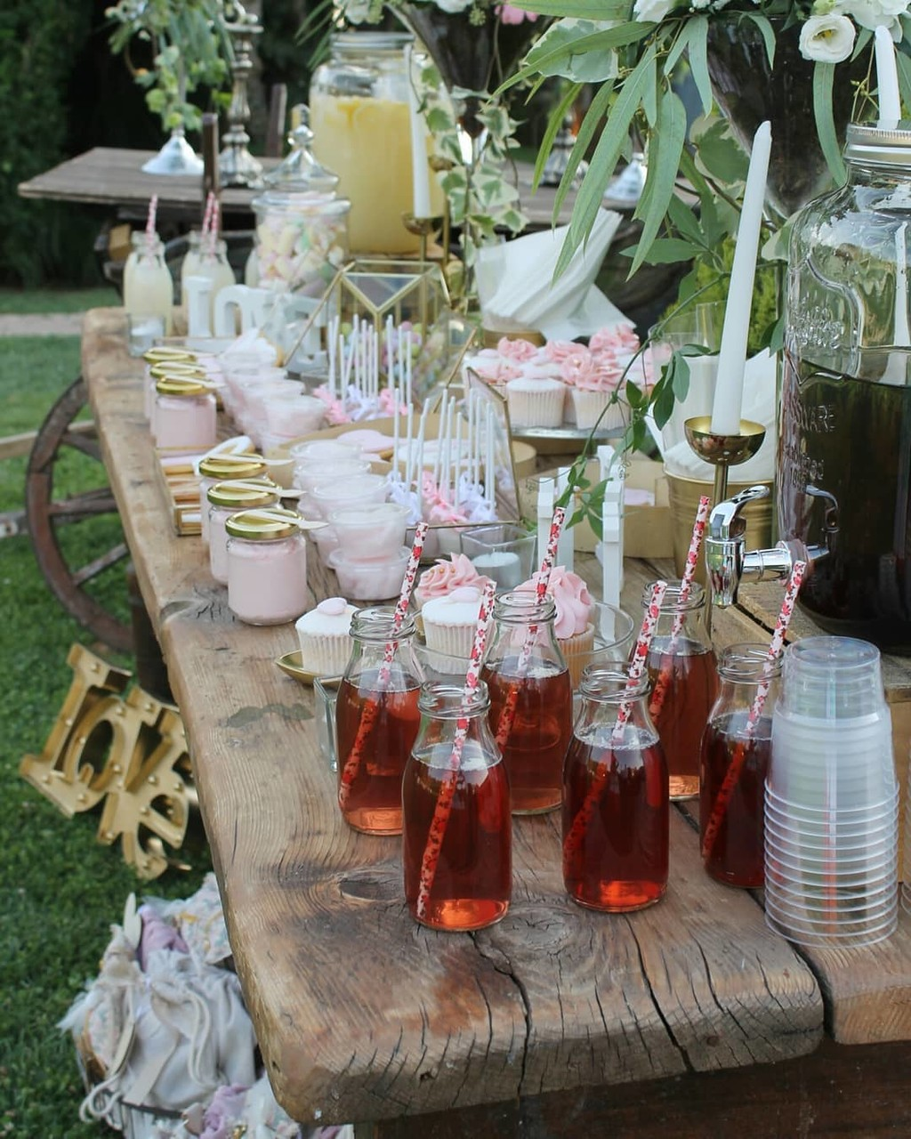 ▪Spotted. A romantic pink gold candy bar standing elegant and chic for the guests. Sweet and whimsical moment ▪