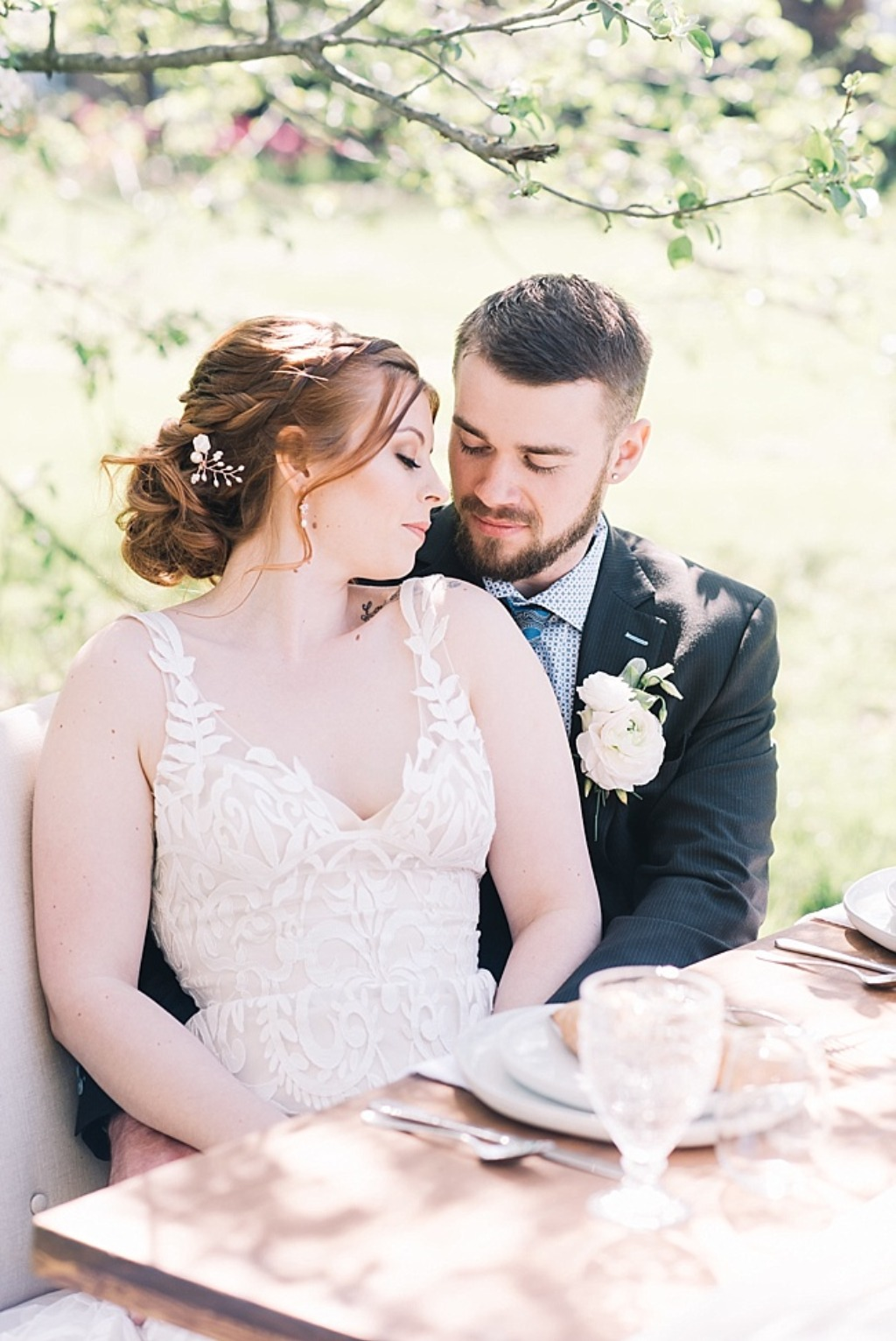 Rose gold wedding jewelry and bridal head piece for a springtime wedding in Maryland. Garden wedding inspiration with accessories by