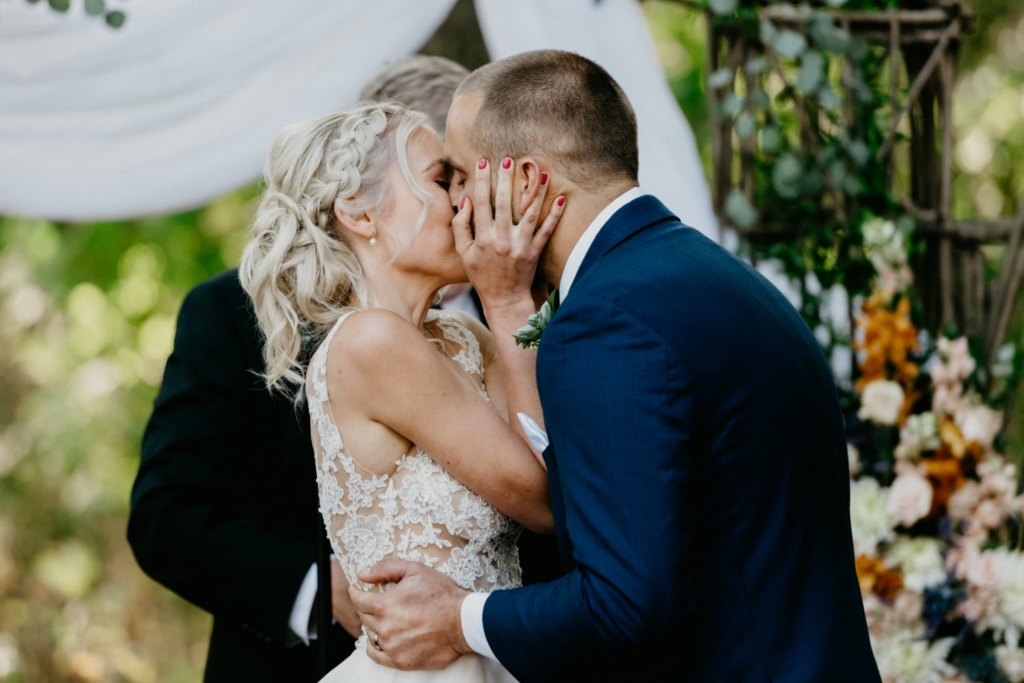 How adorable is this ceremony kiss?!?!?!