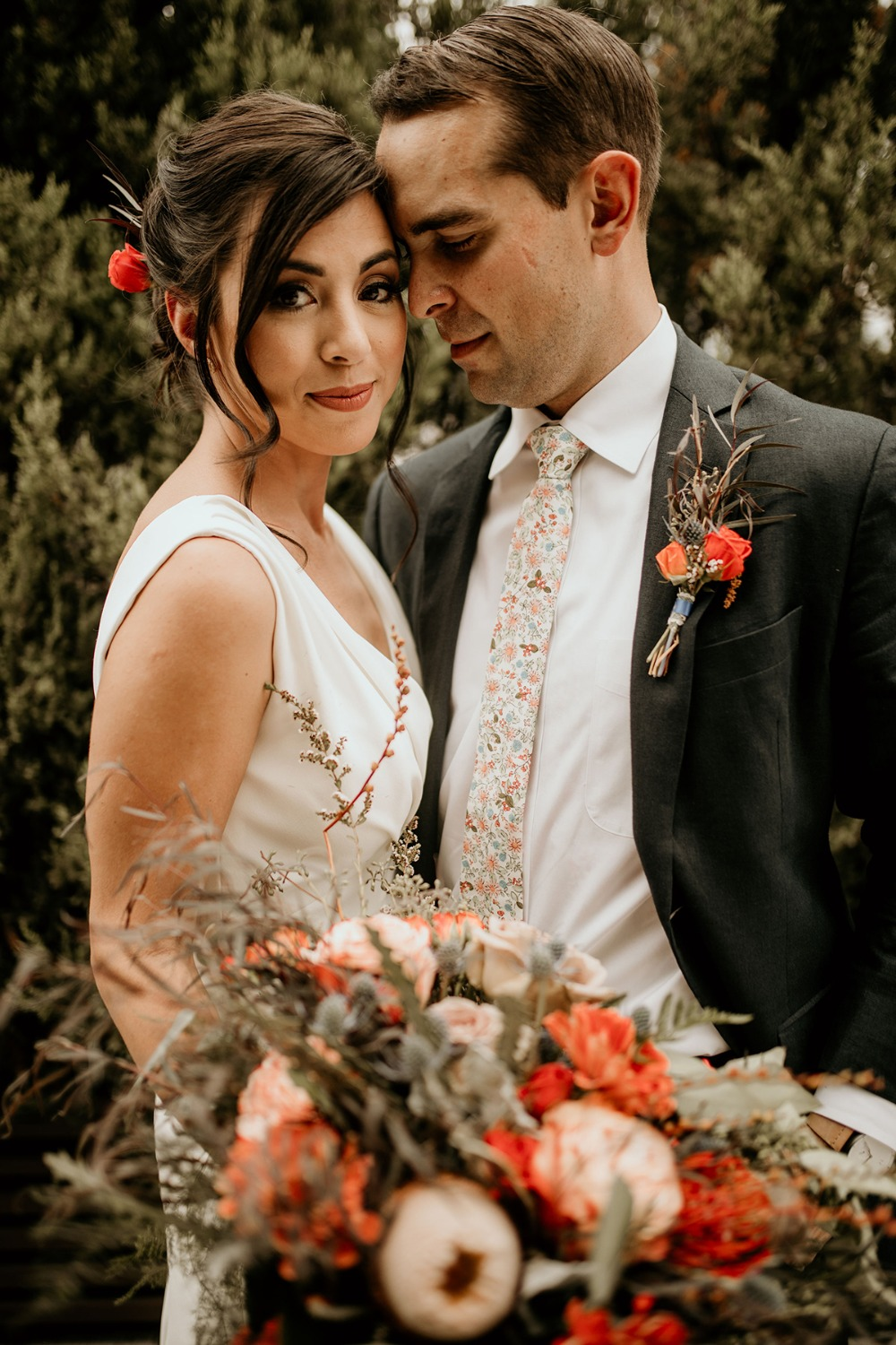 How To Have A Warm And Cozy Modern Tropical Wedding