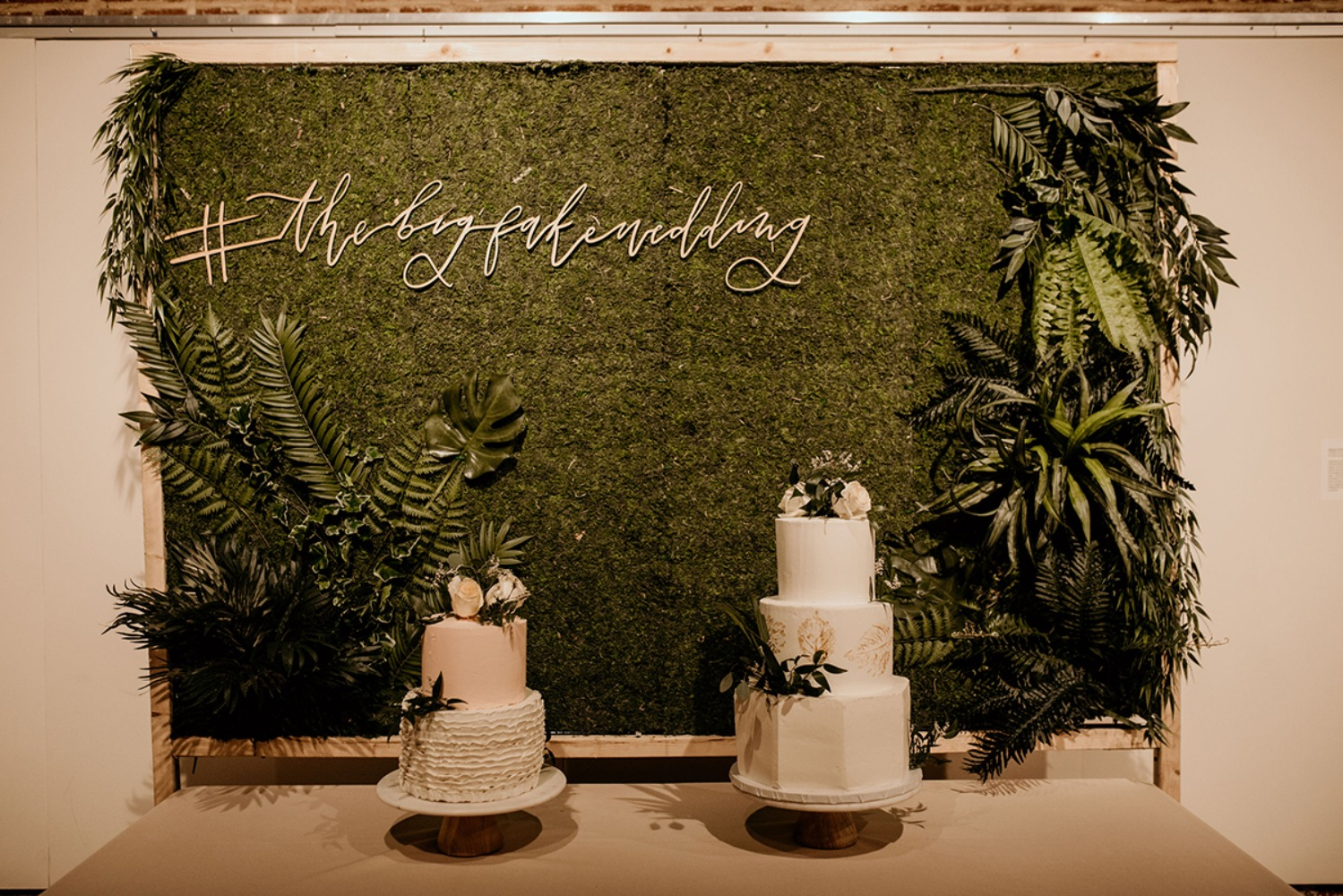 moss backdrop wedding cake table