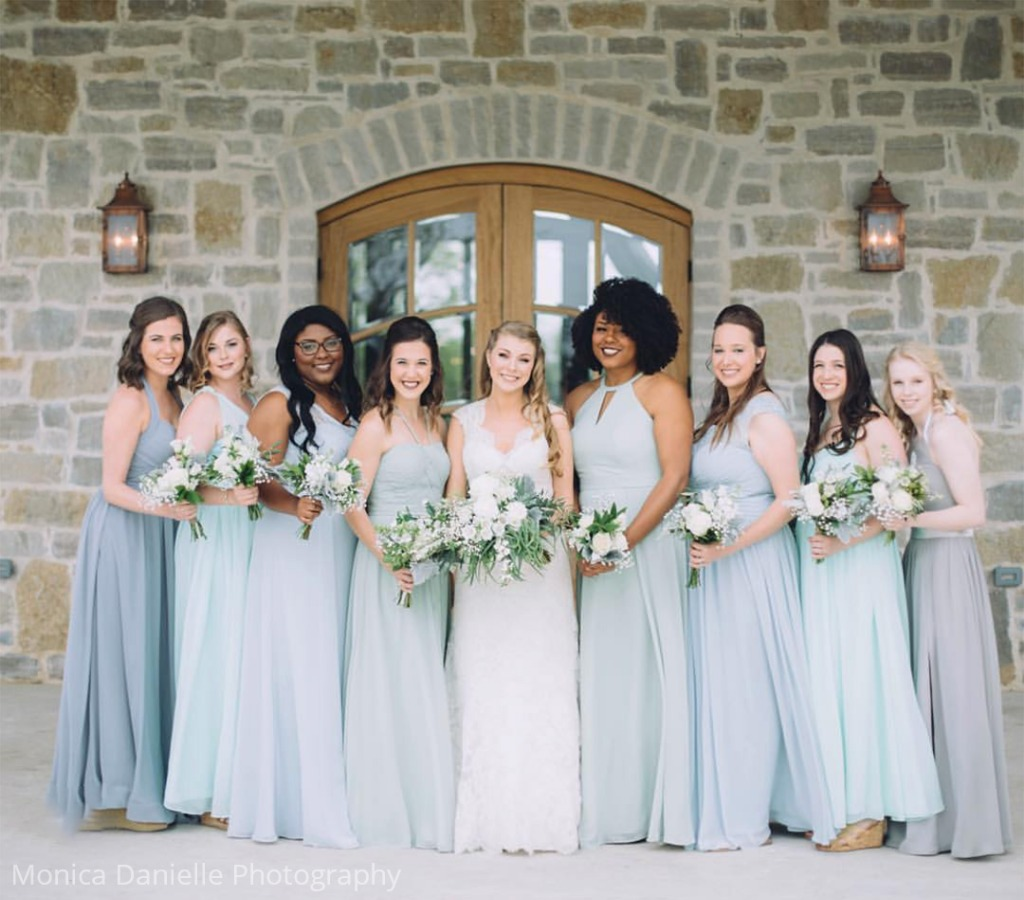 Blue mix and match bridesmaid dresses😍 💕 Do you like this color palette?