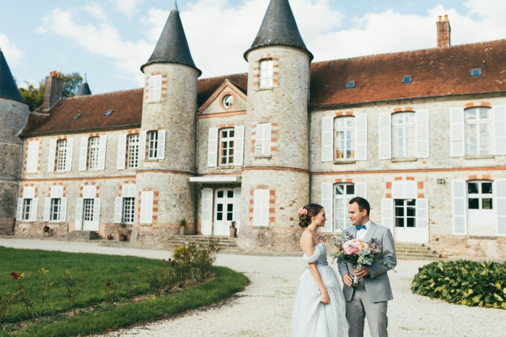 Wedding in a french castle. Countryside wedding 1 hour away from Paris.