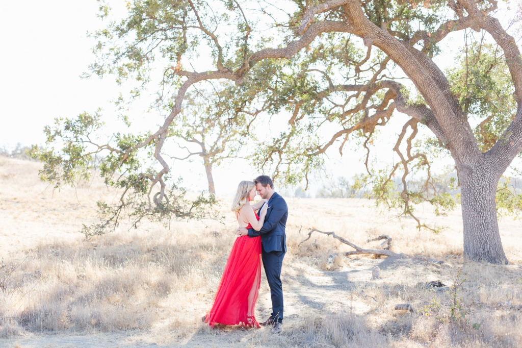 So obsessed with how this red dress POPS against the natural background! Who says you have to keep things light and neutral?!