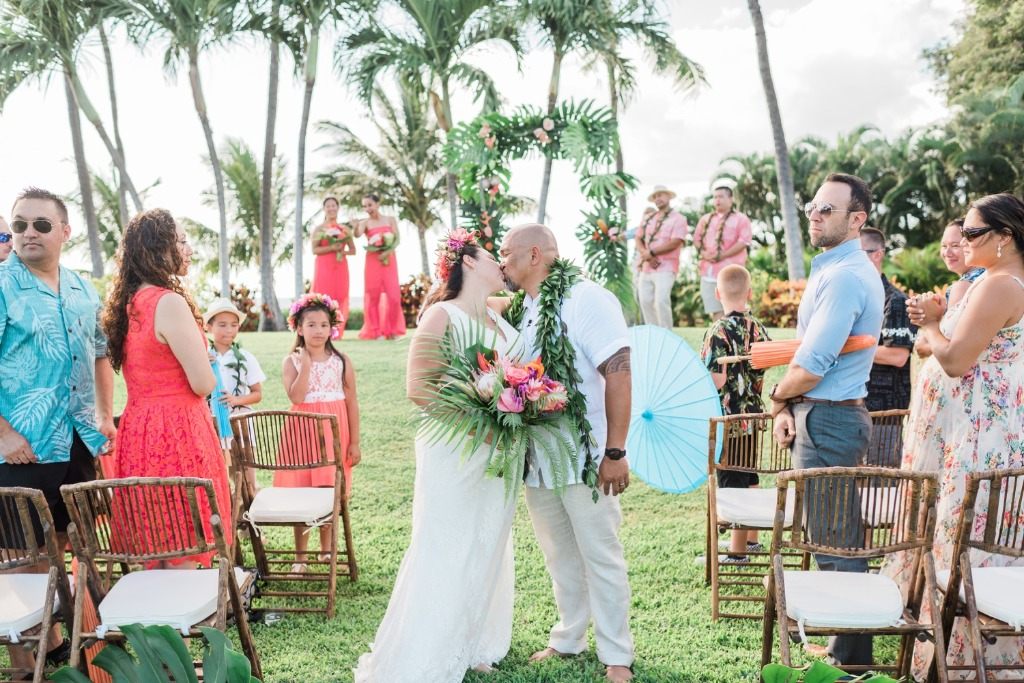 Paradise Cove Wedding Venue on Oahu, Hawaii - see more of Tina and Rod's wedding day with Tropical wedding details, gorgeous island
