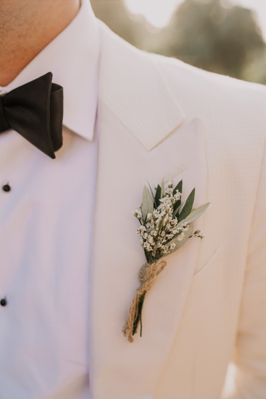 Rustic chic boutonniere