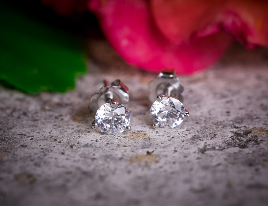 Diamond Stud Earrings from DiamondStuds.com
