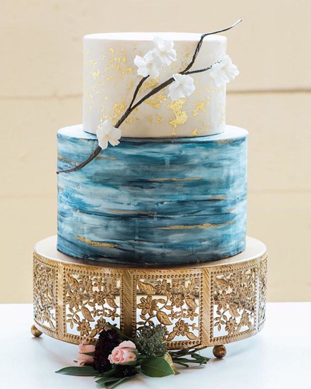 ✤•Watercolor & Gold Flaked Wedding Cake •✤