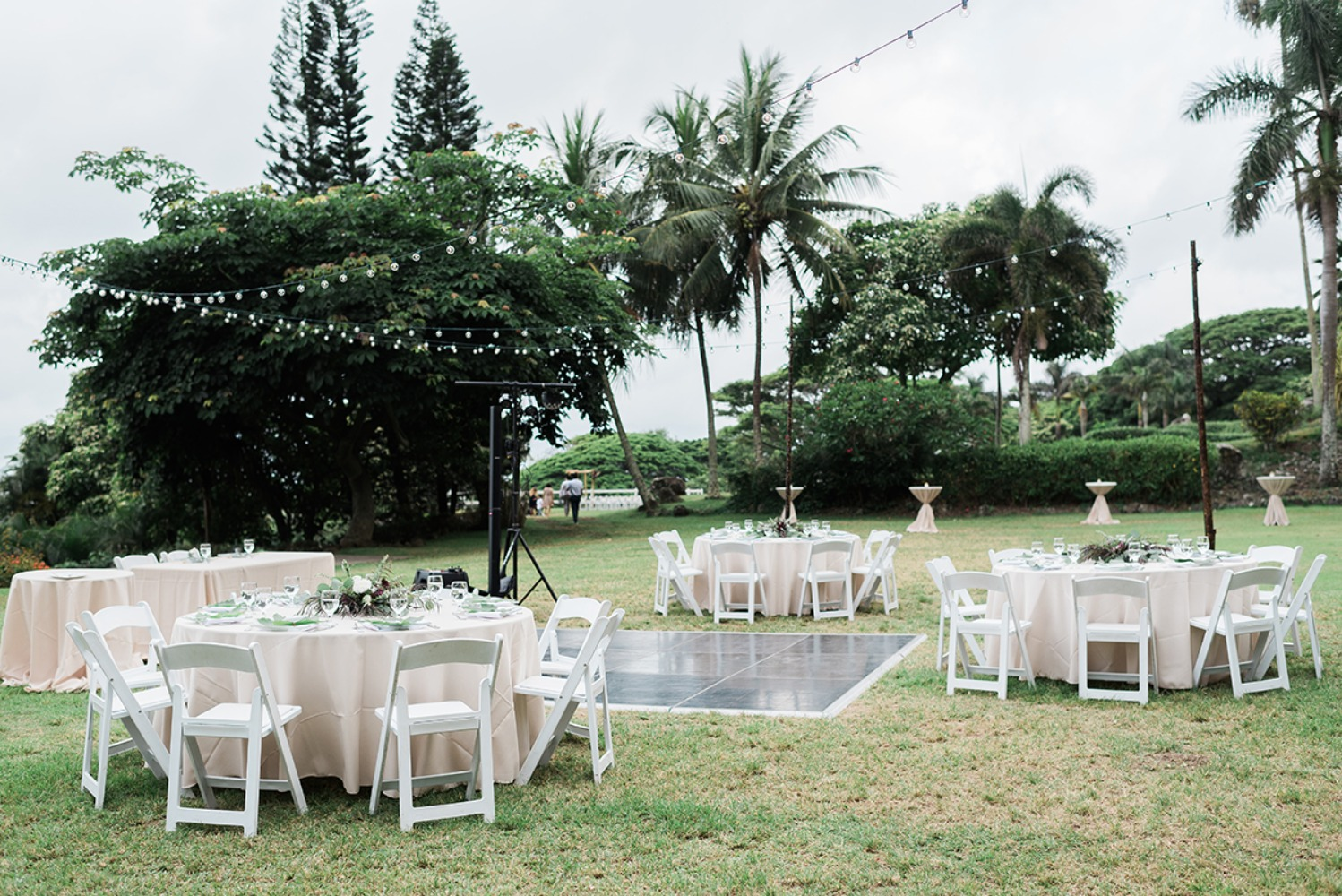outdoor wedding reception on Hawaii