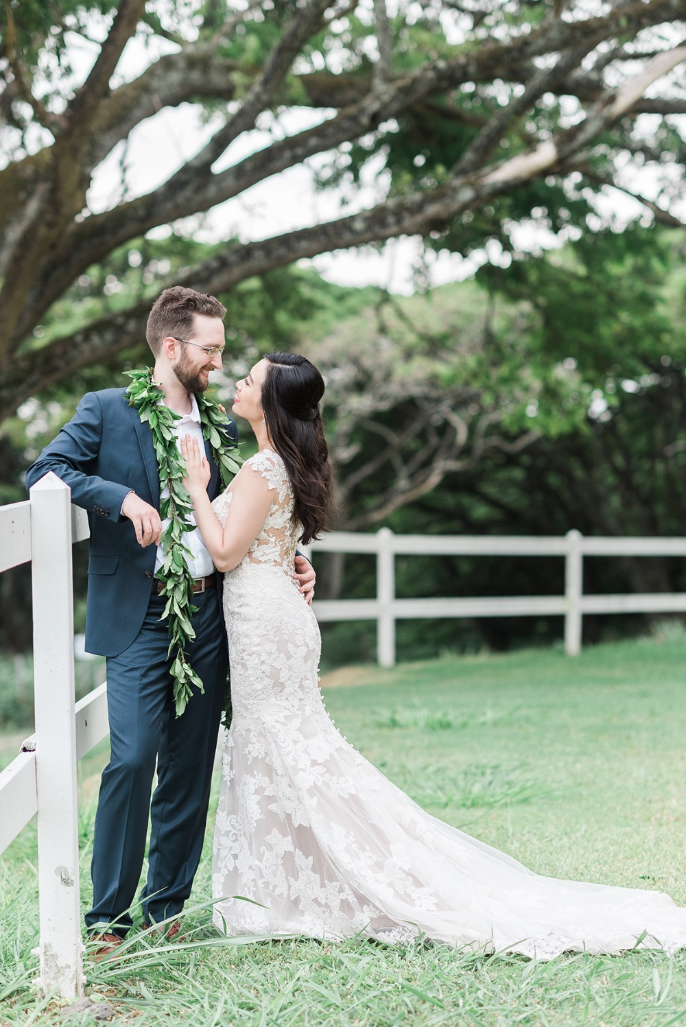 wedding couple in Hawaii
