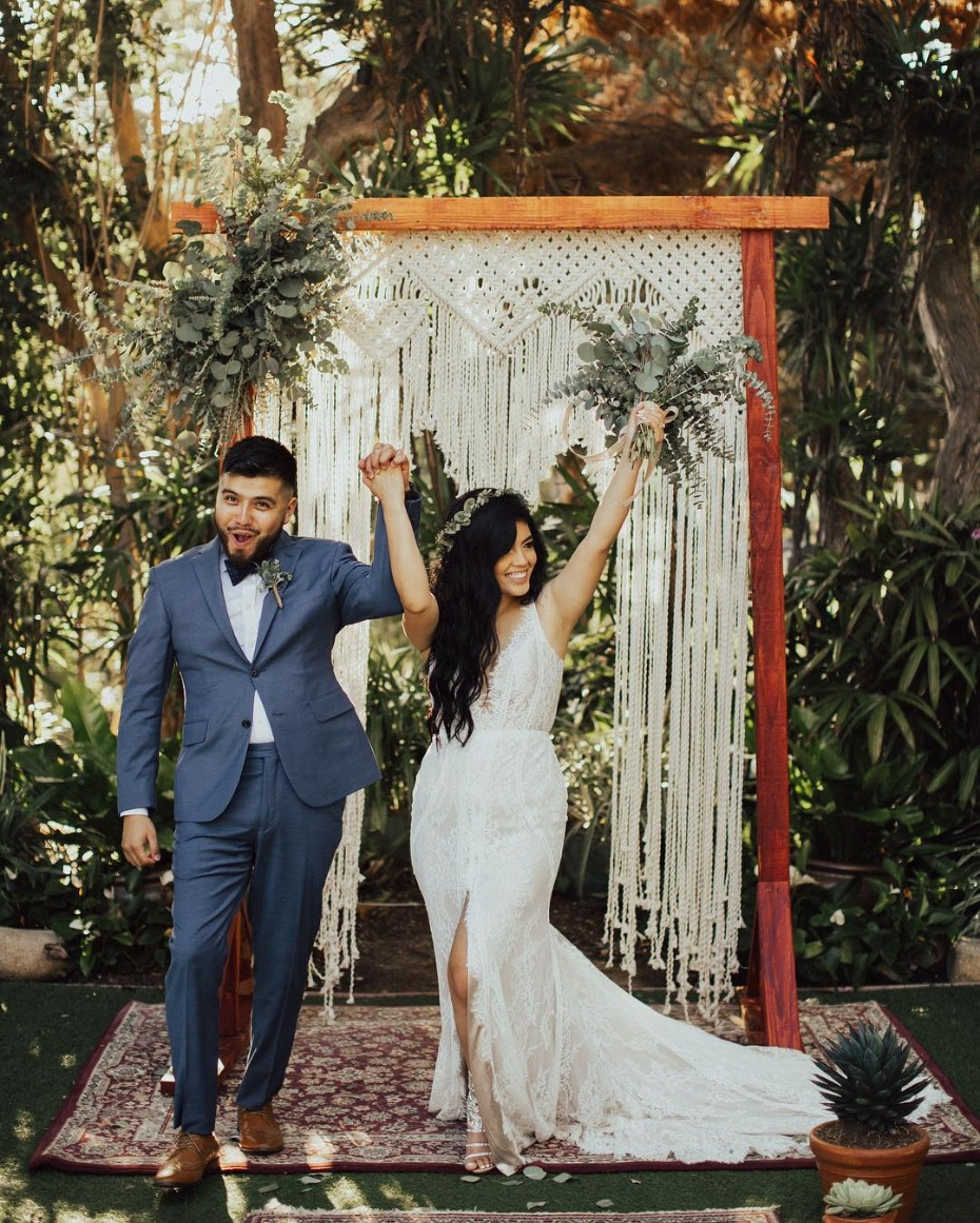 Tropical ceremony inspiration - @dakaiphotography