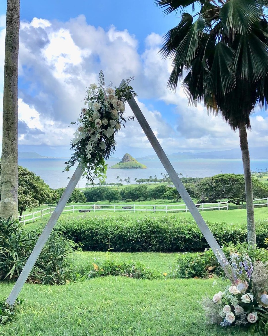 Hawaiian ceremony inspiration - @elope_in_hawaii